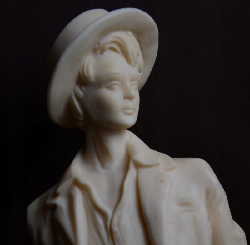 Elegancka figura kobieta w kapeluszu Hiszp. 904